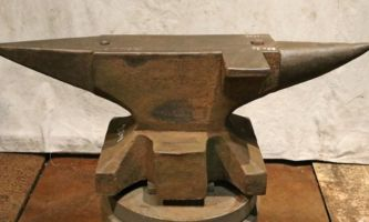 528 lb North German double horned anvil with side shelf
